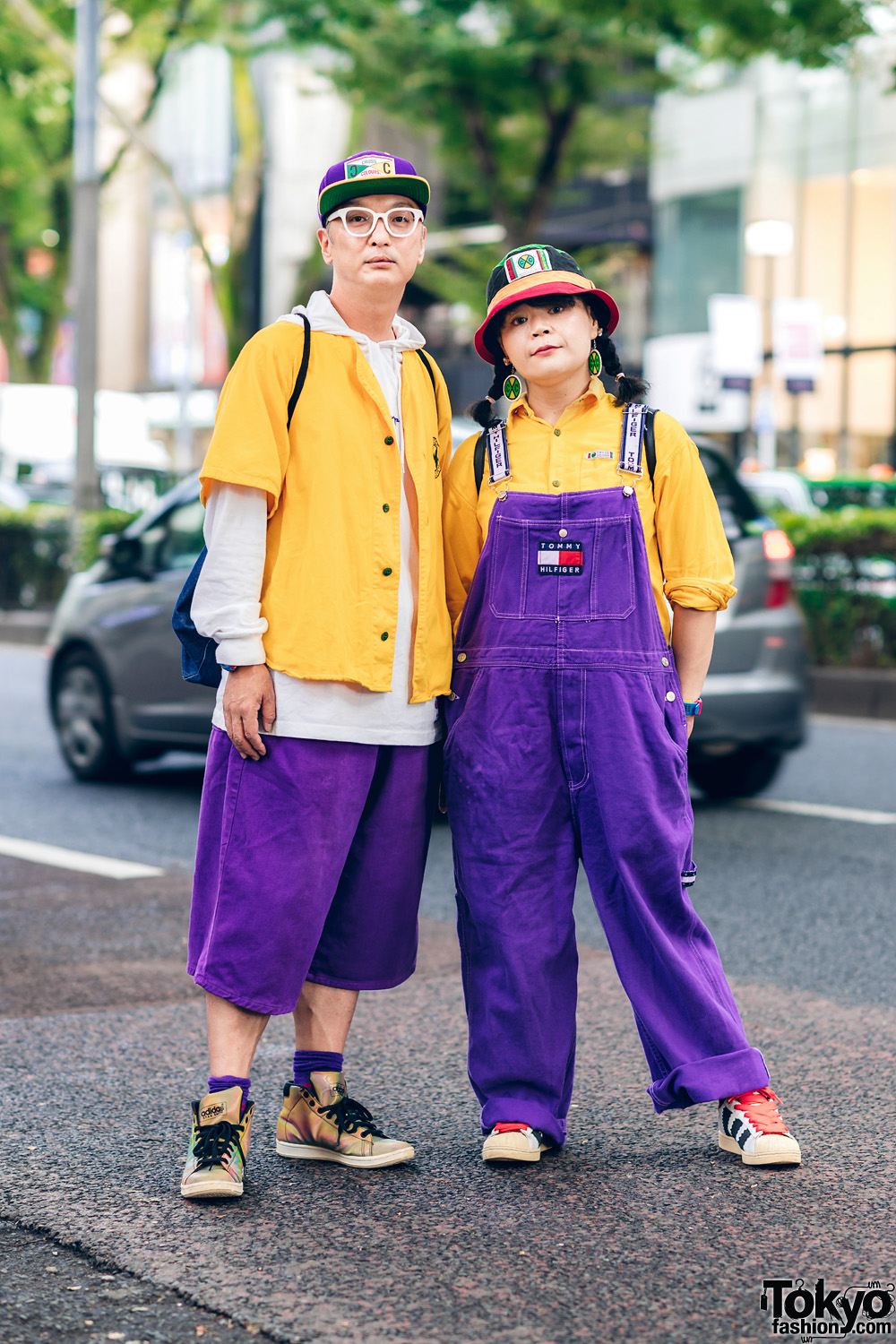 Color Coordinated Harajuku Street Styles W Bucket Hat Cross Colours Champion Hoodie Tommy Hilfiger Overalls Dickies G Shock Adidas Sneakers Tokyo Fashion