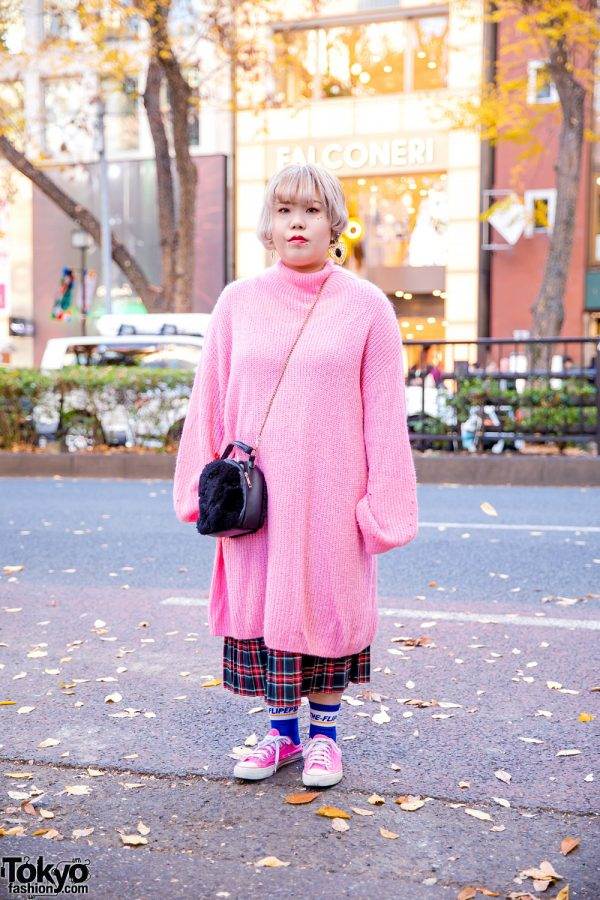Oversized Sweater Fashion in Harajuku w/ Ear & Facial Piercings, H&M Loose Knit Sweater Dress, Plaid Midi Skirt, Furry Chain Bag & Pink Sneakers