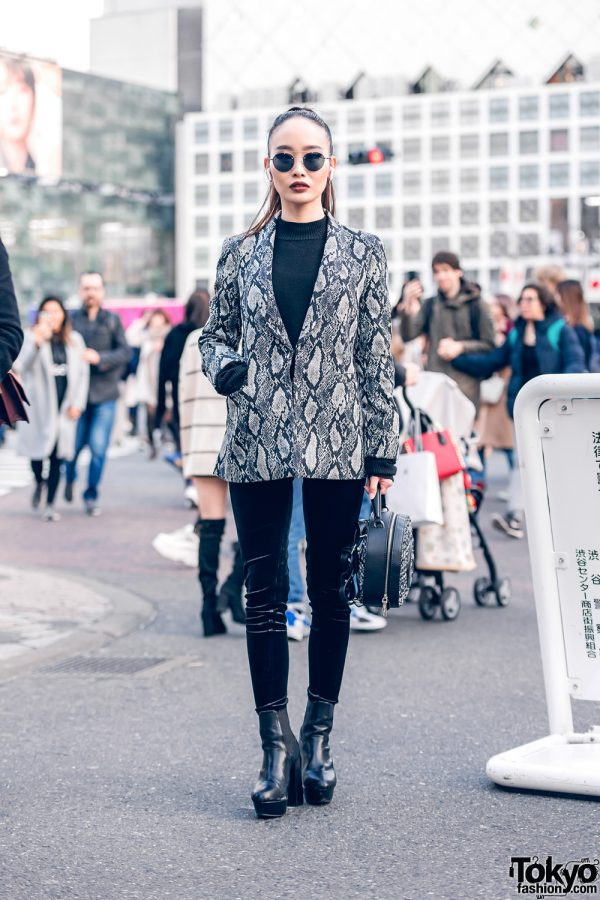 Chic Monochrome Shibuya Street Style w/ Ponytail, Aviator Sunglasses, Alice & Olivia Snakeskin Blazer, Juemi, Guess Handbag & Platform Boots
