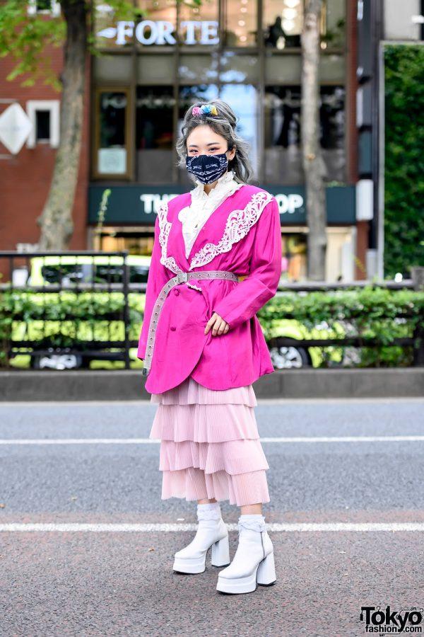 Harajuku Girl in Face Mask and Vintage Pink Fashion