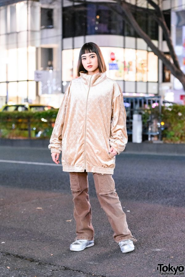 Pinnap Shop Staff in Street Style w/ Shiny High Collar Jacket, Pinnap Pants & Metallic Moon Boots