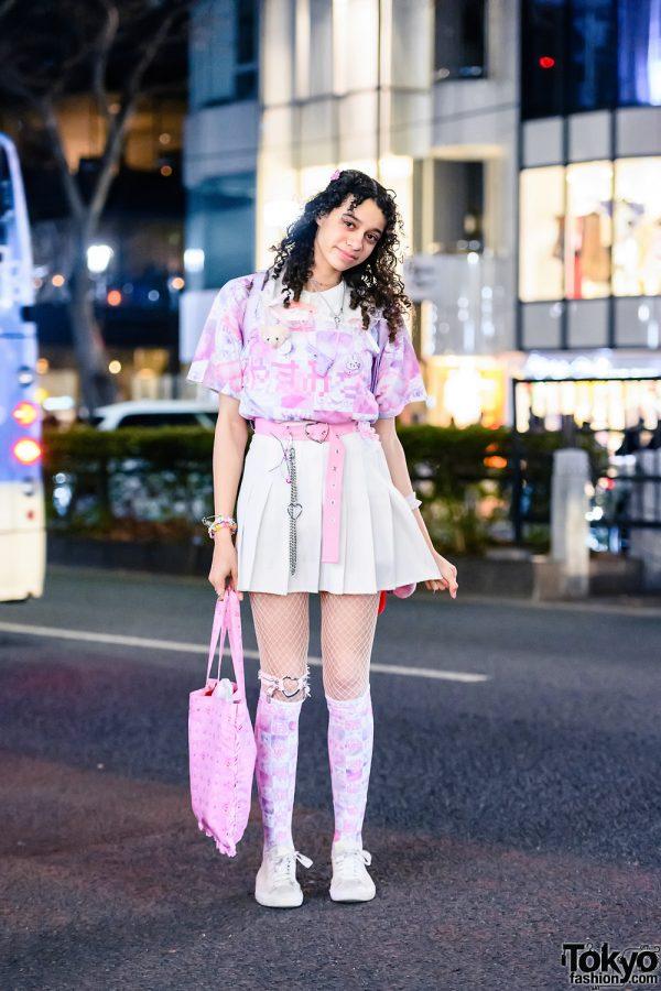 Kuua Oyasumi x Senanan Streetwear Style w/ Kirby Plushie, Pleated Skirt, Hot Topic, WEGO, Conpeitou, Sanrio x Etoile Et Griotte Tote & Converse Sneakers