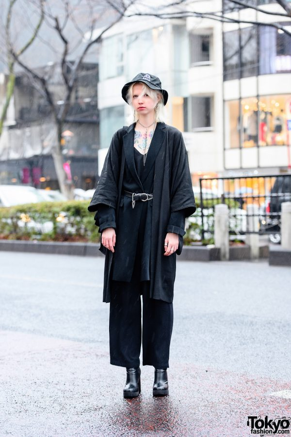 Russian Fashion Model's Chic All Black Tokyo Style w/ Chest Tattoos, Bucket Hat, Silver Chain Accessories, Kimono Coat, V-Neck Top, Pink Panther, Statement Tote Bag & Heeled Boots