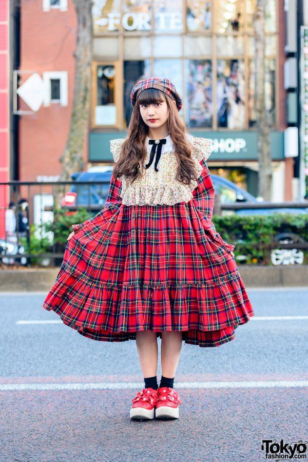 HEIHEI Plaid Street Fashion w/ Beret, Floral Detached Collar, Plaid Dress & Tokyo Bopper Cutout Shoes