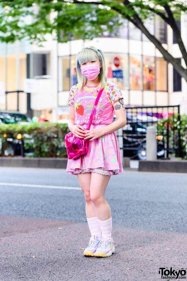 Kinji Staffer in All Pink Kawaii Fashion w/ Mezzo Piano Shirt, 6%DOKIDOKI Skirt, FILA Sneakers & Candy Stripper Crossbody Bag