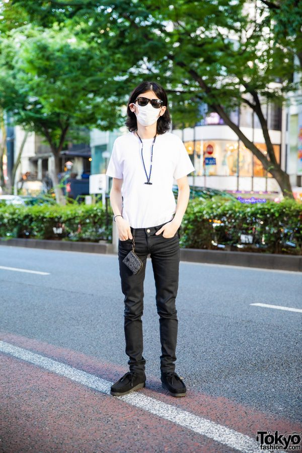 Monochrome Street Style in Tokyo w/ Uniqlo Sunglasses, Hanes Plain White Tee, Christopher Nemeth Coin Purse, Saint Laurent Skinny Jeans & Clarks Wallabee Boots