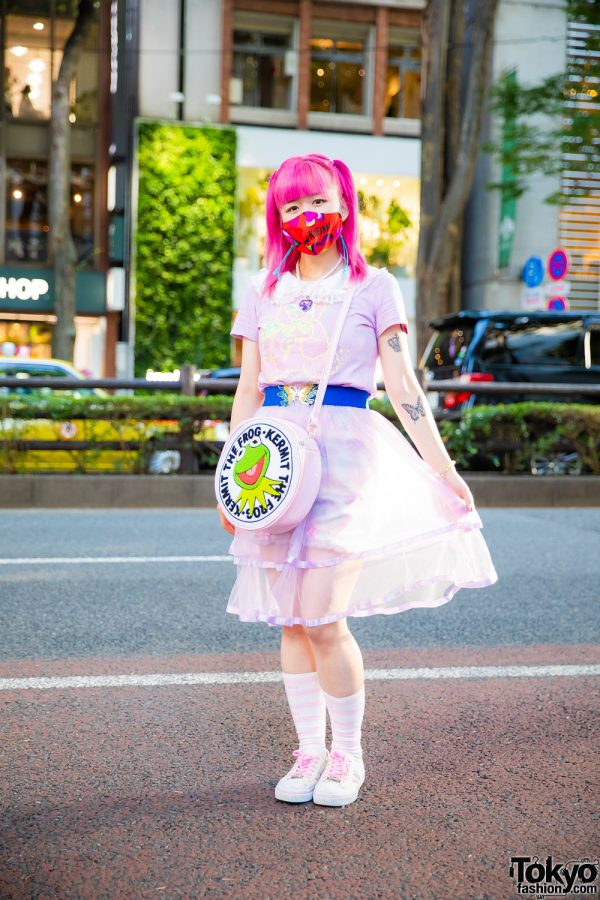 Kinji Shop Staff's Pastel Fashion w/ Pink Hair, Kobinai Mask, 6%DokiDoki, Milklim, G2?, Kermit the Frog Bag & Skechers Sneakers