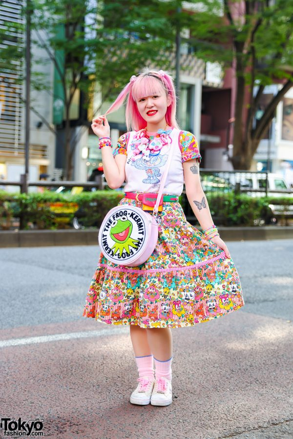 Kawaii Print Style w/ Pink Hair, Tattoos, Romantic Standard Chunky Charm Necklace, Angel Blue, 6%DokiDoki, Kermit The Frog Sling & Skechers Sneakers
