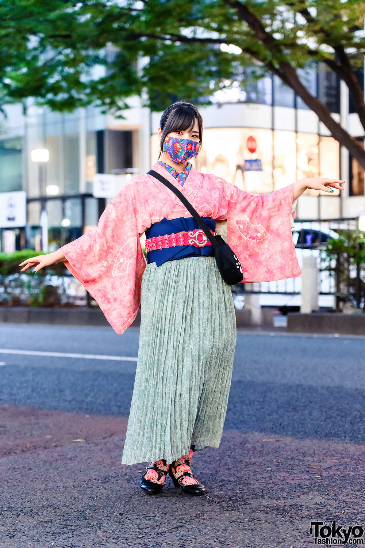 Harajuku Streetwear Style w/ Updo Hairstyle, Printed Mask, Tie-Dye Kimono, GU Micro Pleat Maxi Skirt, Ne-Net Cat Bag & Heeled Shoes