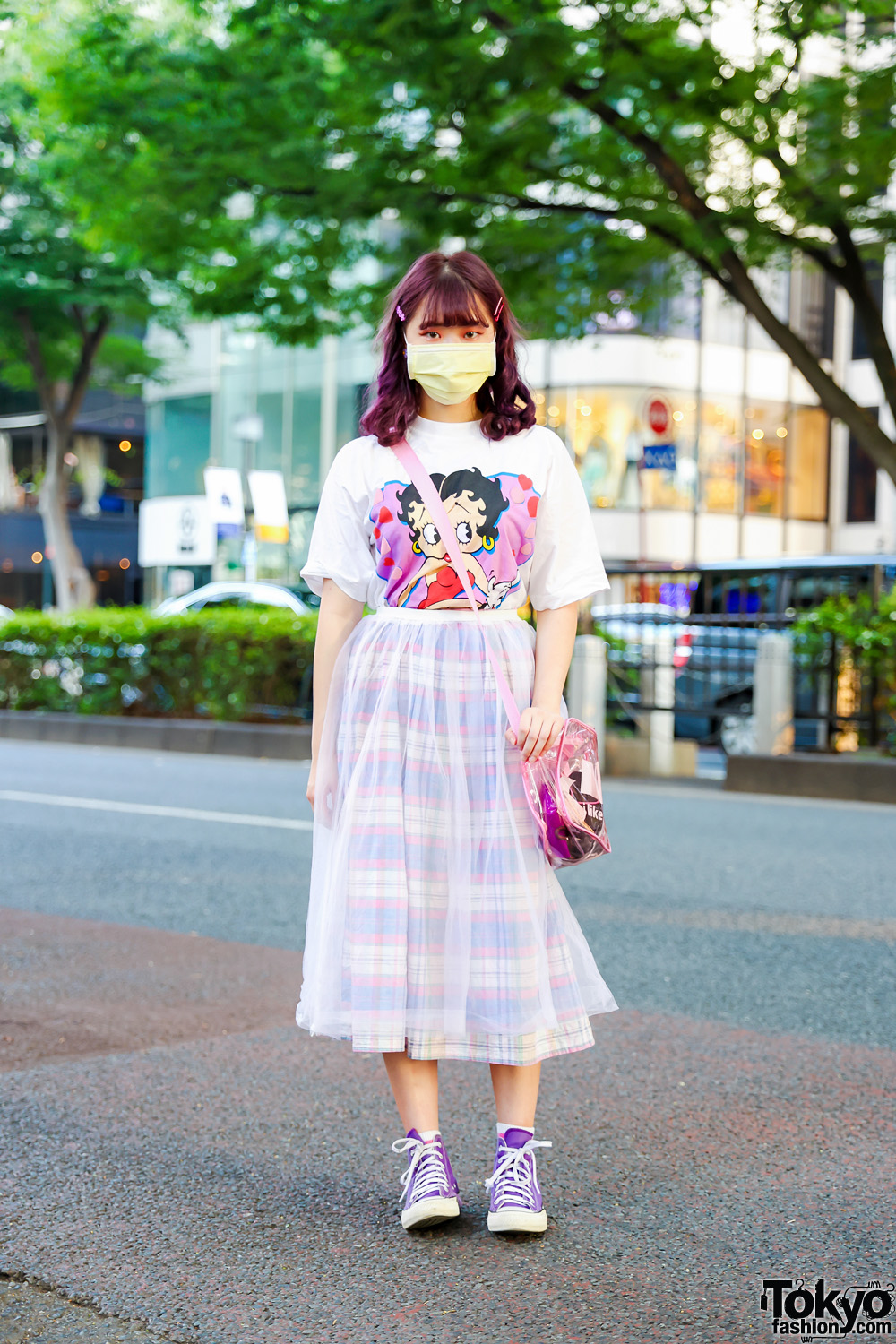 Vintage Street Fashion in Tokyo w/ Purple Hair, Kinji Hair Barrettes, Betty Boop T-Shirt, Layered Skirts, See-Through Bag & Converse Sneakers