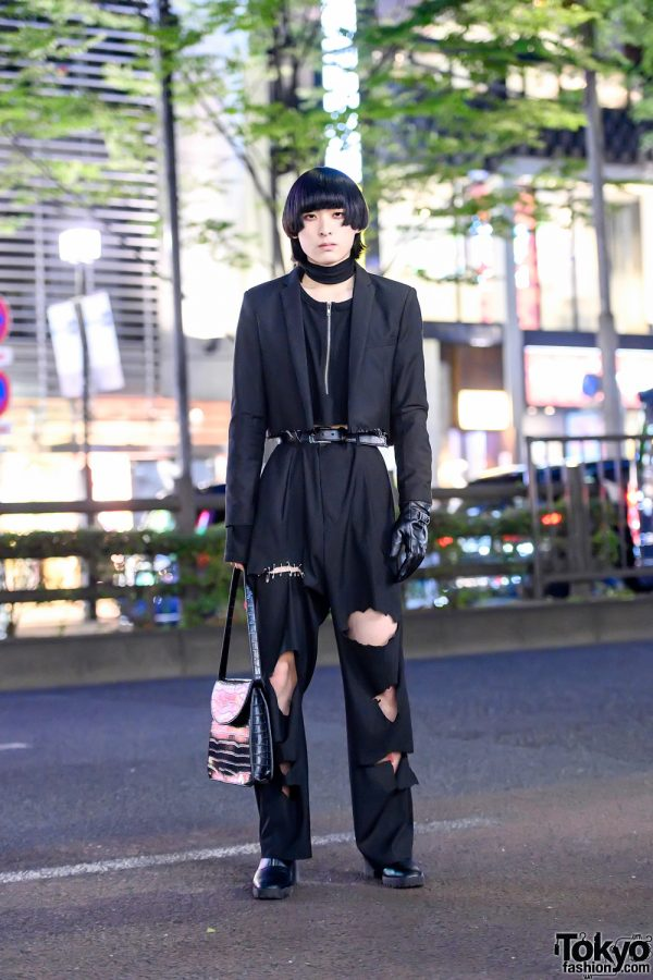 Harajuku Guy in Monochrome w/ Cool Hairstyle, Cropped Blazer, Cutout Fekete Pants, Single Leather Glove, Open The Door & Boots