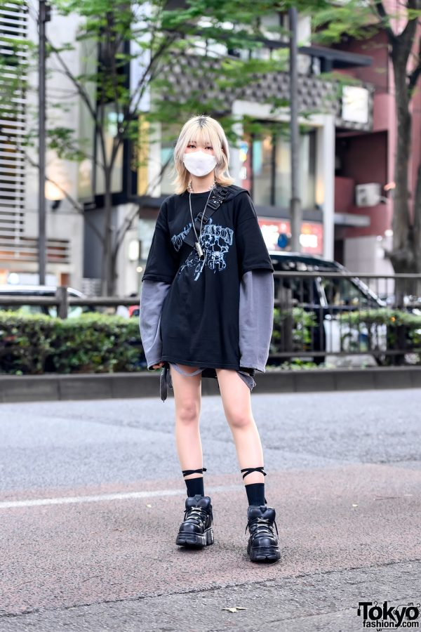 Harajuku Girl in Gray & Black Street Style w/ Never Mind The XU, Rosen Kreuz, and New Rock Boots