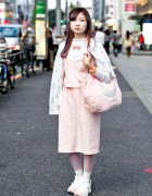 Harajuku Girl in Cute Pink Fashion w/ Ice Cream Bag & Reebok Pump Sneakers