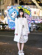 Minna no Kodomo-chan Idol in Harajuku Wearing All White & Kawaii Signboard