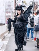 Gothic Winged Harajuku Street Fashion w/ Horned Headdress, Black Angel Wings, Noble Noire Lace Corset Dress, Dangerous Nude Coffin Bag & Metamorphose Temps De Fille Boots