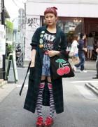 Short Red Bangs, Kiss T-Shirt & Creepers Girl in Harajuku