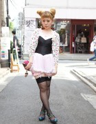 Cute MEtA Designer in Corset, Bloomers & Garters